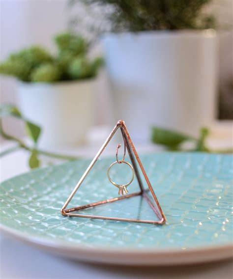 Engagement ring display - Ring holder pyramid - stained