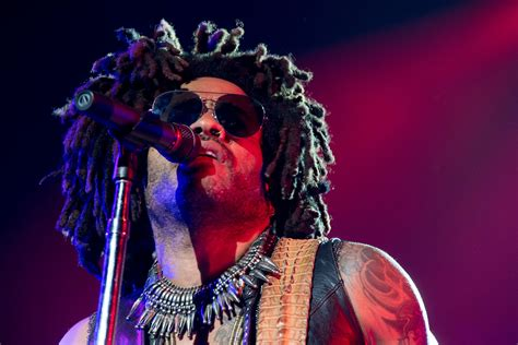 Lenny Kravitz Sings About Johnny Cash, June Carter in New