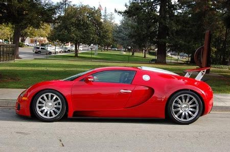 Red Bugatti Veyron is decked up for the love season
