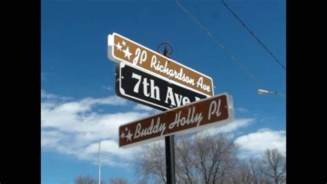 A tour of Clear Lake, Iowa, Buddy Holly crash site - YouTube